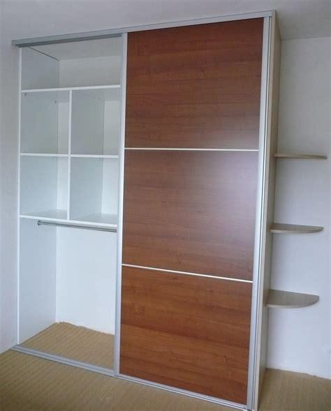 placard de chambre en bois placard rangement chambre dressing sous pente placards et
