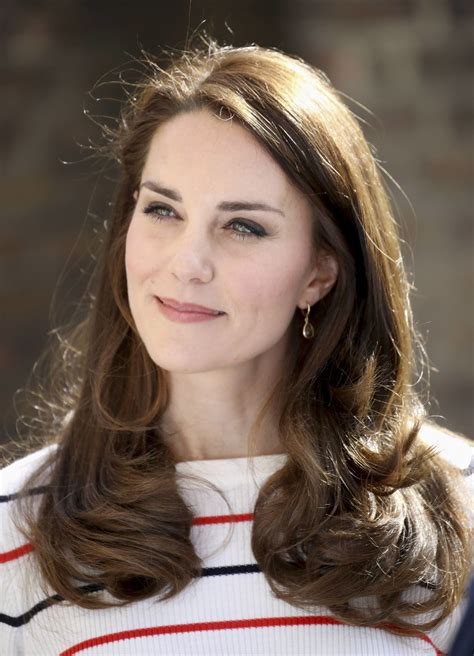 kate middleton kate middleton decorates kensington palace mailbox in
