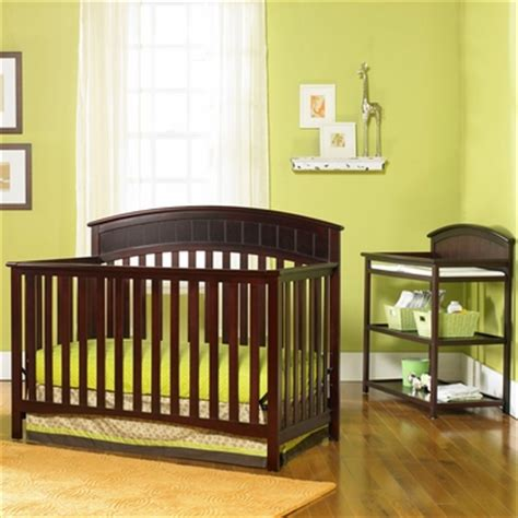 Graco Cribs 2 Piece Nursery Set Charleston 4 In 1 Graco Charleston Changing Table