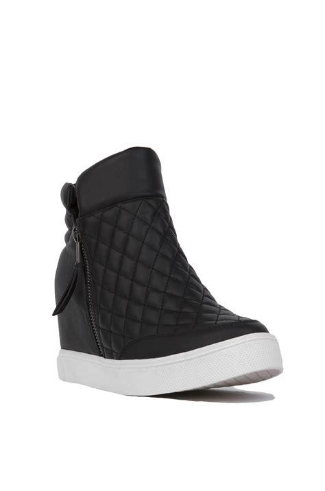 steve madden quilted sneaker steve madden linqs quilted platform sneaker wedges black