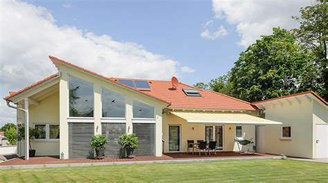 bungalow anbau bungalow mit versetzten d 228 chern und gro 223 er glasfront