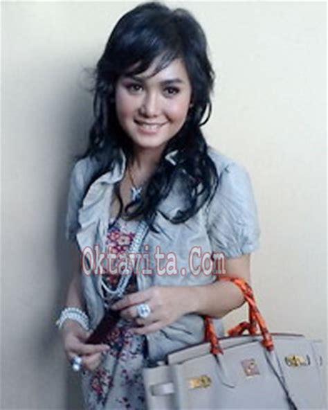 Bju Cwok Lengan Pendek Rafi Ahmad berita terbaru selebritis indonesia terpanas model rambut panjang yuni shara 2010
