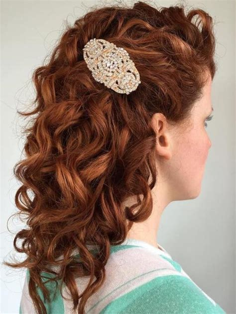 Bridal Hairstyles Side Curls by 20 Soft And Sweet Wedding Hairstyles For Curly Hair 2018