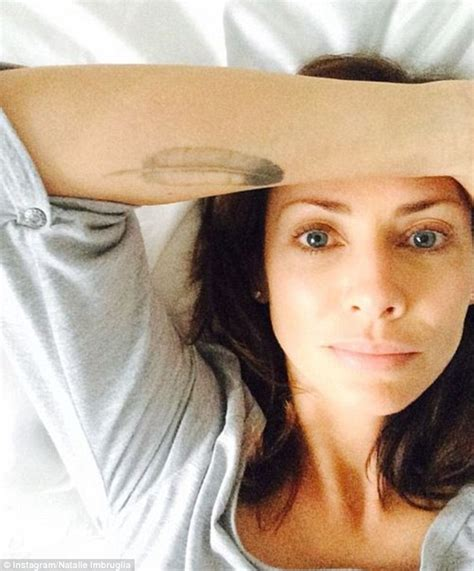 bed selfies natalie imbruglia and ruby rose post morning selfies in