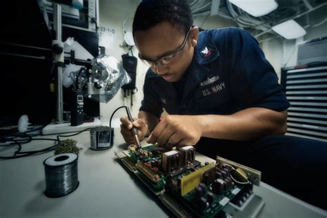 Electronics Technician Description by Navy Electronics Technician Careers Navy
