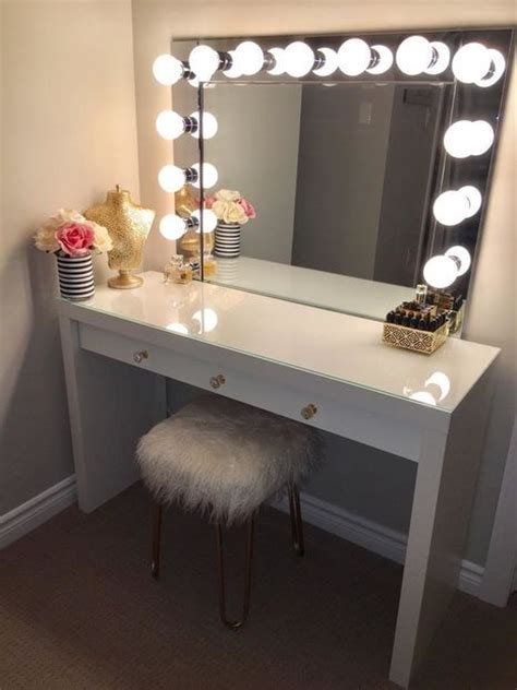 Diy Makeup Desk 25 Best Ideas About Diy Vanity Mirror On Pinterest Makeup Vanity Mirror Makeup Storage And
