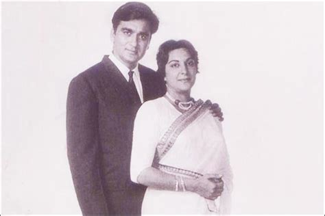 Sunil Dutt And Nargis Wedding | nargis and sunil dutt s marriage ignited by fire lovers