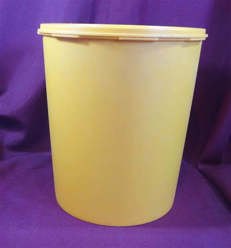Murah Canister Gold Tupperware Besar tupperware servalier canister vintage harvest gold with lid 1205 3 1339 3 other