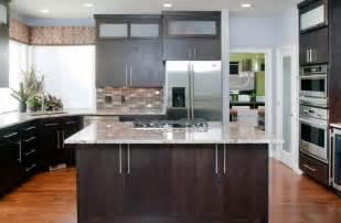 Modern Oak Kitchen Cabinets Granite Countertop Kitchen Island Amp Wood Cabinet