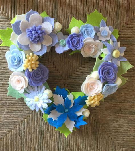 fiori in panno ghirlanda fatta a mano con fiori di feltro e panno lenci