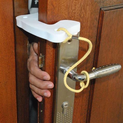 Pengaman Pintu Pelindung Anak Dari Terjepit Safety Door kidsme door stopper pengaman pintu untuk si kecil