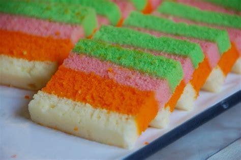 cara membuat bolu rainbow panggang cara membuat kue bolu pelangi yang enak empuk dan lembut