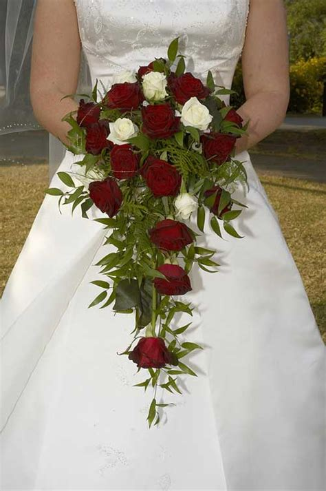 Wedding Bouquet Teardrop by Which Wedding Bouquet Is Right For You
