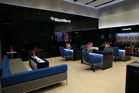 superb Interior Design Software Free #5: BlackBerry-flagship-store-by-Pope-Wainwright-Dubai-United-Arab-Emirates-02.jpg