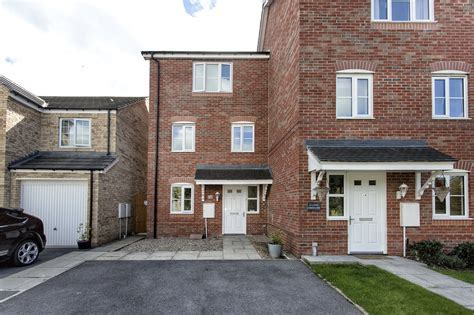 Whitegates Dewsbury 4 bedroom House for sale in Little