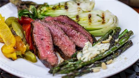 cucinare carne alla brace bistecca alla griglia come grigliare la flat iron steak