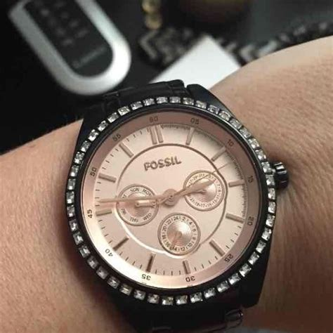 43 fossil accessories black and gold fossil