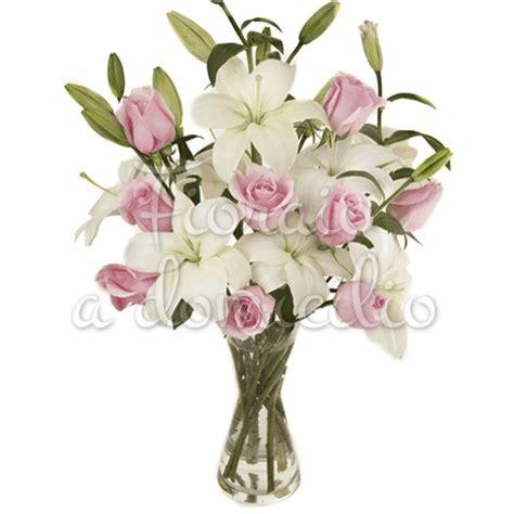 gigli fiori bouquet di rosa e gigli bianchi fiori festa della donna
