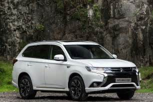 Mitsubishi Outlamder 2016 Mitsubishi Outlander Phev Review Uk Drive