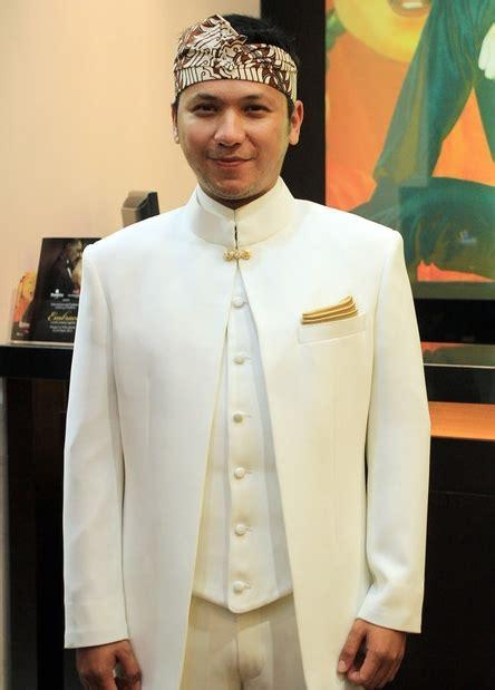 Jas Pria Warna Putih Jas Pengantin Akad Nikah Pria Jas Putih Formal baju jas hitam putih newhairstylesformen2014