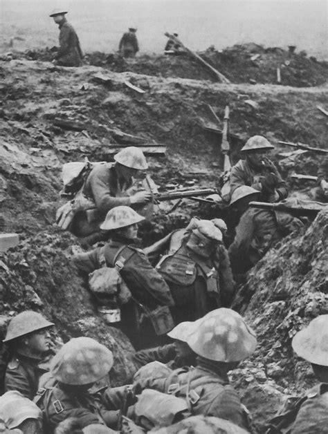 Pied De Ladaire En Bois 1917 by Le Casque D Acier Brodie