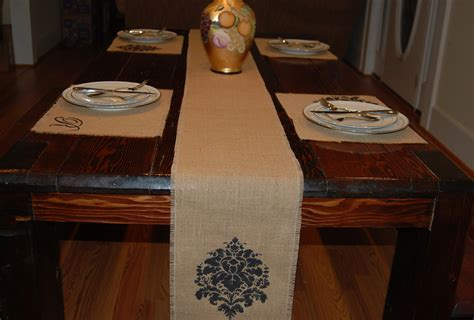 burlap table runners or place mats