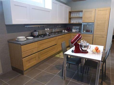 cucine moderne legno naturale offerta cucina dialogo di veneta cucina in legno massello