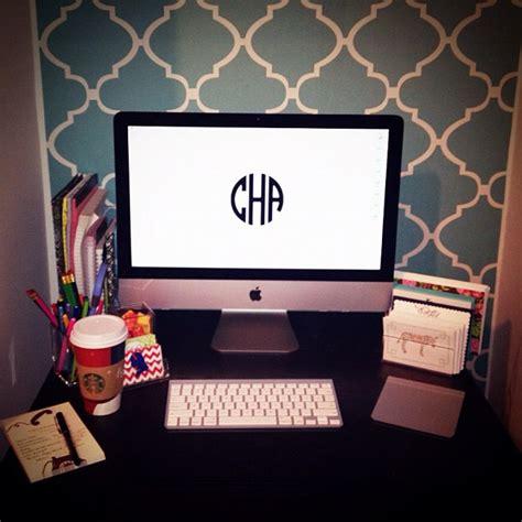 monogram wallpaper for macbook diy monogram desktop wallpaper carly the prepster