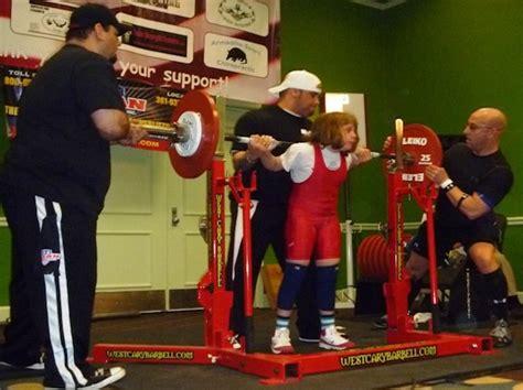 womens world record bench press ten year old naomi kutin sets women s world powerlifting
