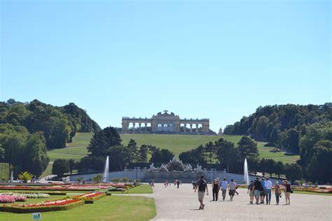 vienna turisti per caso schonbrunn vienna viaggi vacanze e turismo turisti per