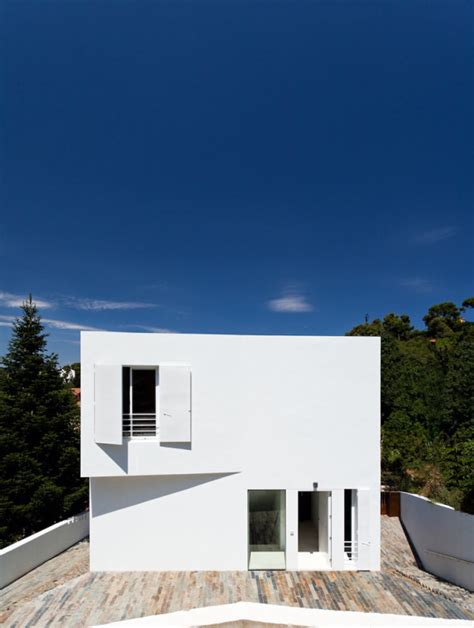 compact white cube house by ylab arquitectos design milk