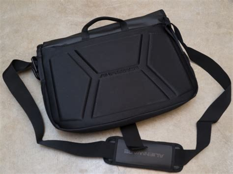 alienware vindicator messenger bag review