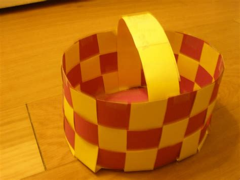 How To Make A Paper Weave Basket - creative crafts woven paper easter basket