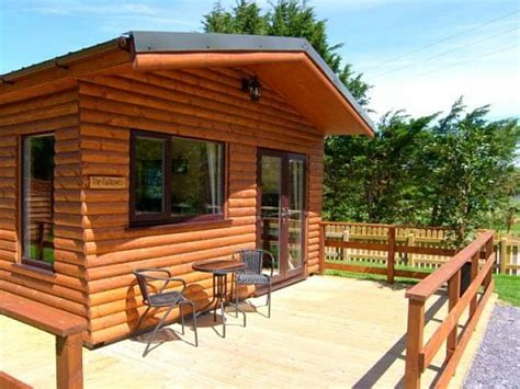 Cabins In Wales by Log Cabins With Tubs In Wales Llannerch