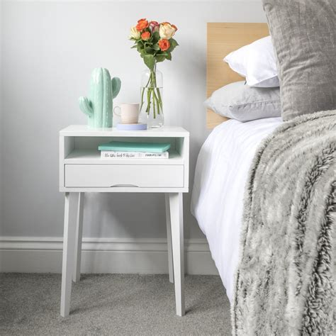 style  small bedside table urbansize