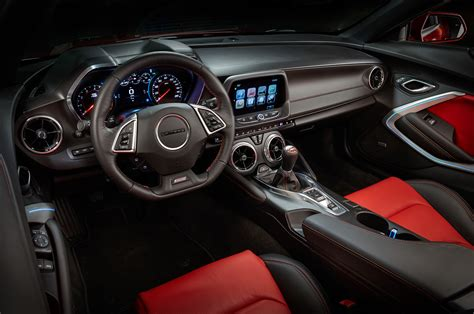 Chevy Camaro Interior 2016 chevrolet camaro look photo gallery motor trend