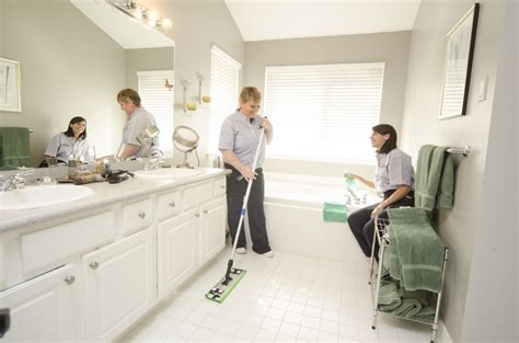 cleaning house hiring a green cleaning service