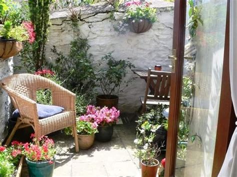 Small Courtyard Garden Ideas Best 20 Small Courtyards Ideas On Small Courtyard Gardens Courtyard Ideas And