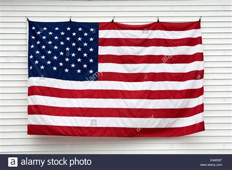 hang pictures on wall download hanging a flag on a wall himalayantrexplorers com