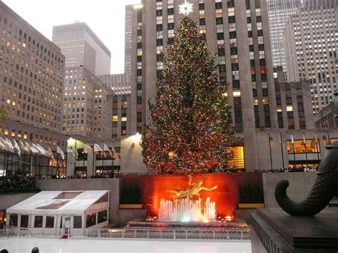 christmas tree in rockefeller center new york city