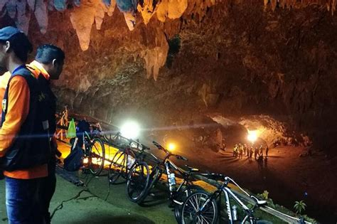 film thailand over night children coach trapped in flooded cave in thailand