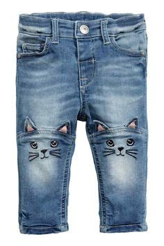 decorar bolsillos de jeans imagen 1 de vaqueros mom de talle alto con bordado de