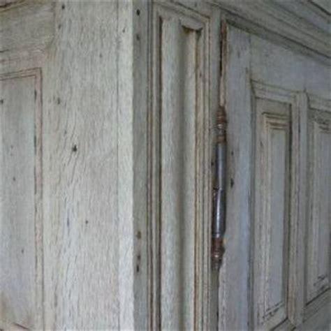 hout verouderen met ammoniak logen van eiken meubel