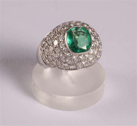 pave diamanti anello con pav 233 di diamanti e smeraldo centrale argenti