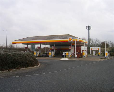 shell petrol station hickstead 169 simon carey cc by sa 2 0