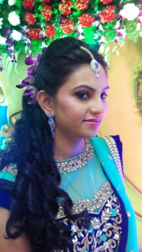 indian hairstyles lehenga indian bride wearing bridal hair lehenga and jewellery