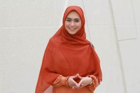 Baju Muslim Oki Setiana Dewi Osd Oki Setiana Dewi Rintis Usaha Busana Muslim Ferd