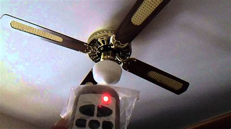 ventilatore a soffitto vortice funzionamento ventilatore con quattro pale in legno luce