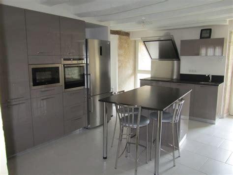 cuisine taupe et noir cuisine laqu 233 e taupe plan de travail granit noir