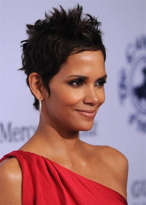 how to cut hair to look like halle berry 60 hottest celebrity short haircuts for 2018 styles weekly